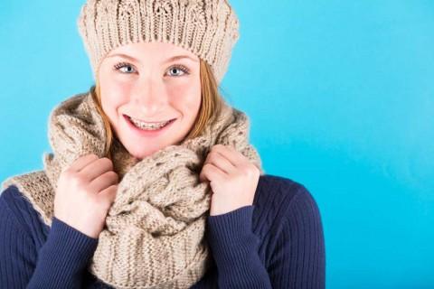 chica-con-ortodoncia-brackets