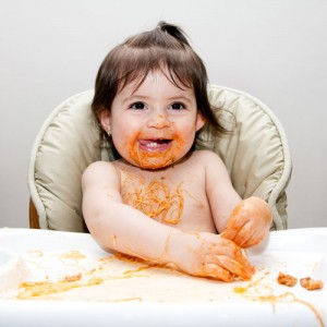 bebe_comiendo_pasta