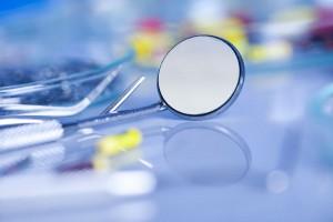 Implantologia oral (II): ¿Qué es la periimplantitis?