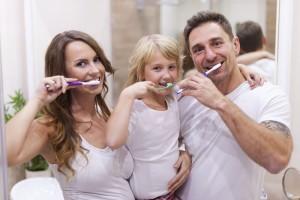 Haz que tus hijos se diviertan limpiándose los dientes